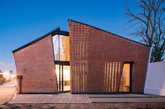 Red Brick House in Mexico with Bricks Arranged in an Artisanal Way 13