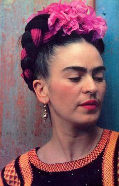 Risultato della ricerca immagini di Google per http://2.bp.blogspot.com/_TO_F0Rt4Ke4/TLG2466hE8I/AAAAAAAAB0k/5dUMNp8EjSM/s1600/frida%2BGRAND #kahlo #head #frida #flowers