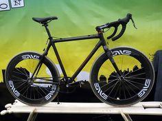 nahbs-2011-independent-fabrications-carbon-singlespeed-cyclocross-bike01.jpg (800×600) #bicycles #carboner #handmade