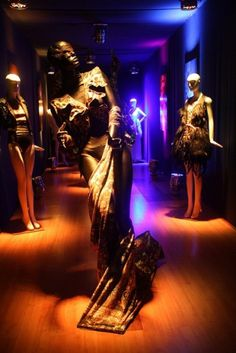 Todos os tamanhos | Exposição TIERRA 2012 Manequins MR | Flickr – Compartilhamento de fotos! #portes #alex
