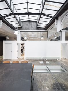 Krisvanassche Office