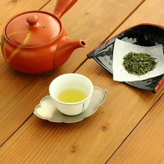 The kukicha or twig tea is made of stalks and stems of premium gyokuro tea. Gyokuro is grown in the shade and its stems produce a unique umami flavor with a sweet aftertaste and have high concentrations of health-boosting nutrients. It is also naturally low in caffeine and can be enjoyed any time of the day.