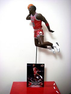 athlete-director-dave-micheal-jordan-statue-collectible.jpg (JPEG-Grafik, 375x500 Pixel) #jordan #air #bulls #michael