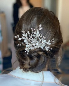 Elegant Hair Tie With A Flowery Brooch