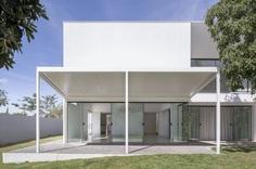 Bloco Arquitetos: Cora House | Sgustok Design