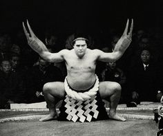 Crab Walk, Sumo Style #sumo #crab #crabwalk #claw #black and white