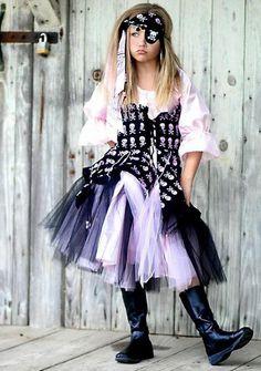 Pirate Girl Costume #girl #costume #makeup #ideas #homemade #pirate
