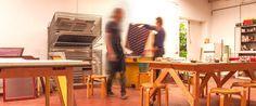 Zeefdrukken in een inspirerende en professionele werkplaats #werkplaats #zeefdruk #gezeever #antwerpen #gezeeverbe
