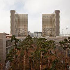 tumblr_lxnu5eGG2H1qat99uo1_1280.jpg (JPEG Image, 1000×1000 pixels) #towers #courtyards #architecture #facades