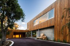 Lofty Australian Beach Home Dressed in Pacific Teak