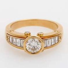 Ladies ring with diamonds,