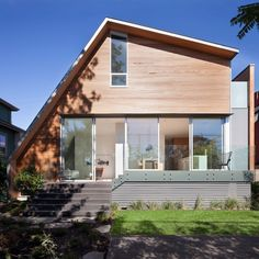 East Van House: residence in Vancouver with an asymmetric geometry #vancouver #architecture #house #home