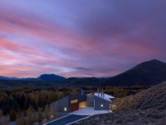 Sun Valley House with Exposed Granite and Tough Geometry Form 16