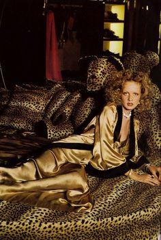 Twiggy by Justin de Villeneuve #leopard #classic #print #twiggy #photography #fashion #animal