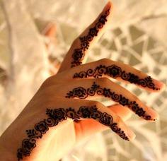 Trendy mehndi tattoo designs for fingers