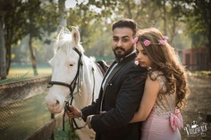 pre wedding pose with horse
