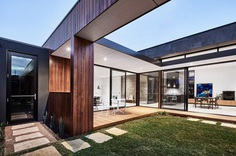 Courtyard House Designed for Relaxed Living and Outdoor Entertaining 2