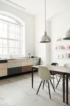 Mid-century modern kitchen and dining. Photo by Heidi Lerkenfeldt. #kitchen #diningroom #heidilerkenfeldt