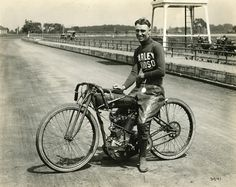"HOG WILD OVER HARLEY-DAVIDSON | THE ""HOG BOYS"" OF EARLY H-D HISTORY « The Selvedge Yard"