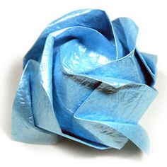How to make a budding & half-bloom Kawasaki rose origami flower (http://www.origami-flower.org/howto-origami-rose.php) #origami #rose #orig