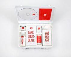 Love Hurts: kit de primeiros socorros para um coração partido #heart #design #love #lovekit #broken #kit #package