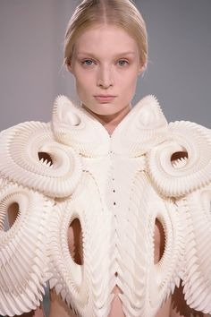 Iris van Herpen - today and tomorrow #fashion #art