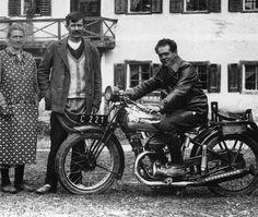 Franz Jägerstätter auf dem ersten Motorrad des Dorfesbytermokurt #b&w