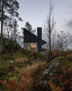 Rones Cabin with a View of the Fjord / Sanden+Hodnekvam Architects