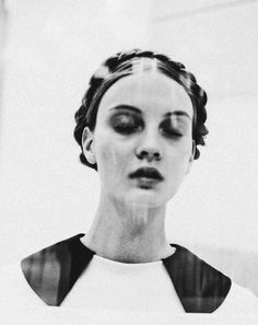 PLUME DE POULE #white #woman #black #photography #portrait #fashion