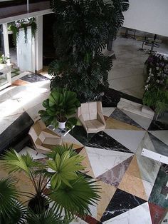 Contrast/mix marble floors at Villa Planchart by Gio Ponti #marble #floors #plants #GioPonti