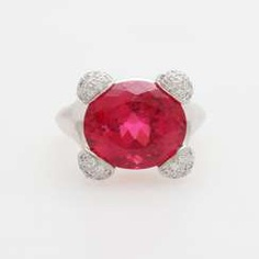 Ladies ring set with a rubellite