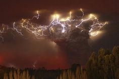 most-powerful-photos-of-201113 | Fubiz™ #lightning #weather #photogrpahy