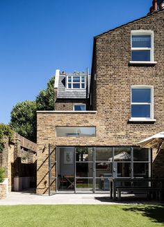 Slot House in London / AU Architects