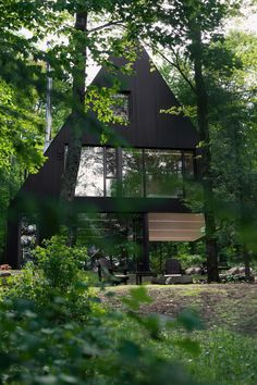 Fahouse House Exploits the Contrast Between Opacity and Light