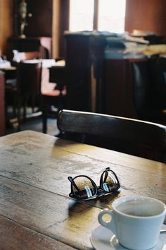 Standing Elements #coffee #sunglasses #photography #table