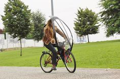 Keep safe and dry when cycling with the hands-free LeafXPro bicycle umbrella. #design #product #outdoor