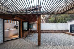 Asian courtyard. Beijing Yi She Mountain Inn by DL atelier. © Sun Haiting. #patio #courtyard #gravel