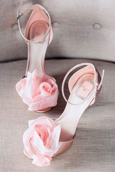 Mostly bridal shoes are left for the last minute and it is a big false. Comfortable wedding shoes are an essential part of your wedding look.