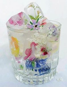 Flower ice cubes #ice #pretty #flowers