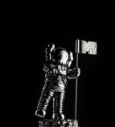 The VMAs are taking it to Brooklyn with a facelift to its original Moonman. | MTV Photo Gallery #sculpture #astronaut #space #moonman #mtv #kaws