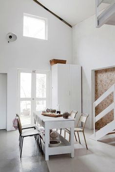 Дом и студия в Сан Па́улу #interior #white #design #kitchen #architecture