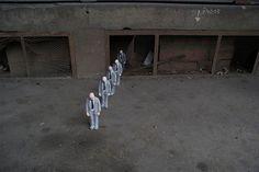 cement miniature sculptures artist isaac cordal 9