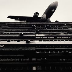 LE CONTAINER: Rit. #photography #airplane