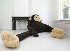 Florentijn Hofman #plush #haque #florentijn #installation #monkey #the #dushi #hofman #character