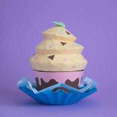 Handmade papercraft cupcake by Rendi Estudio