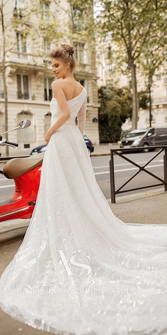 Wedding Dresses 2019 presented at the fashion week have really surprised everyone. The dresses are unveiled by top designers who create real bridal masterpieces.