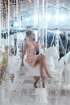 Louis Vuitton Spring 2012: Merry-go-round! - Paperblog #round #merry #go