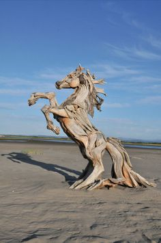 Remarkable driftwood sculptures by Jeffro Uitto #wood #sculpture #art