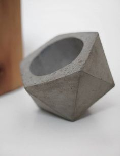 concrete planter // FrauKlarer #concrete #frauklarer #planter #geometric #concreteplanter