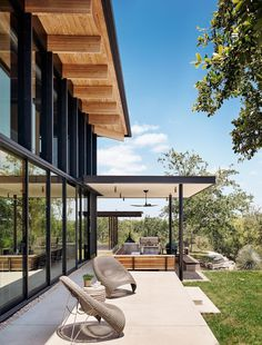 Contemporary Texas Retreat with Double-Height Glass Walls 13